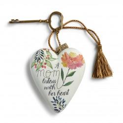 """Διακοσμητική καρδιά της Demdaco """"Mum listens with her heart"""""""