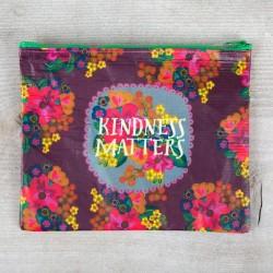 """Τσαντάκι της Natural Life από ανακυκλωμένα μπουκάλια """"Kindness matters"""""""